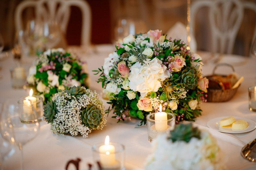 Hochzeiten-Festsaal-Blumenschmuck-Schlosshotel-Münchhausen
